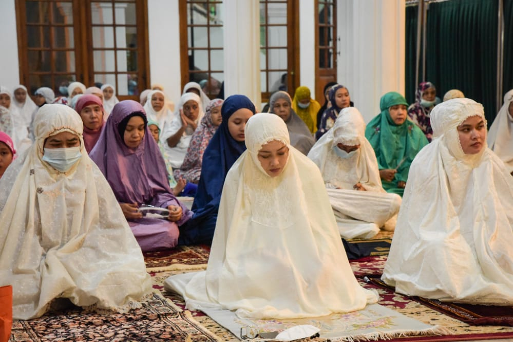 Forkopimda Purwakarta Salat Taraweh Terakhir di Masjid Agung Baing Yusuf