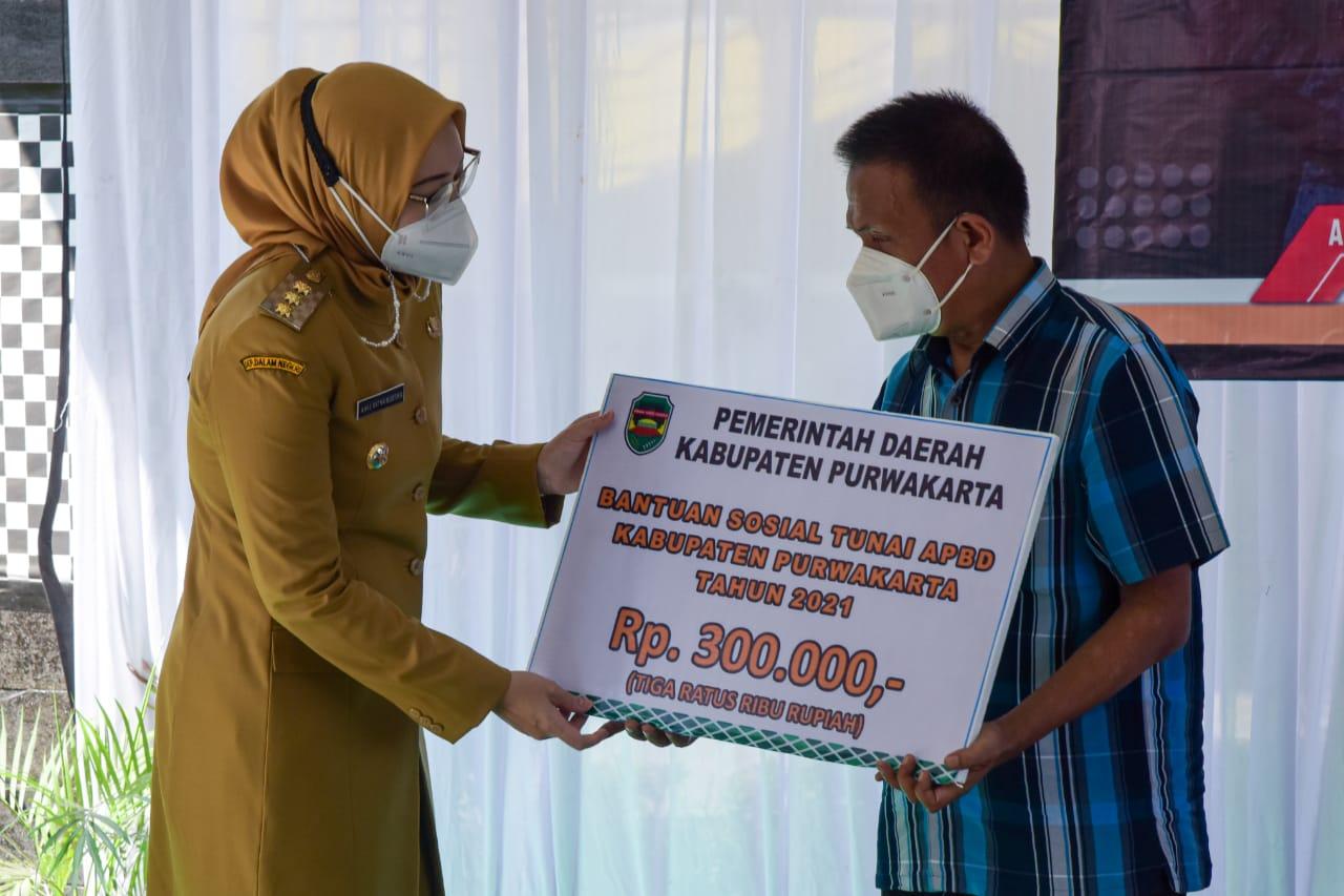 Pemkab Purwakarta Distribusikan Bansos Tunai 2021